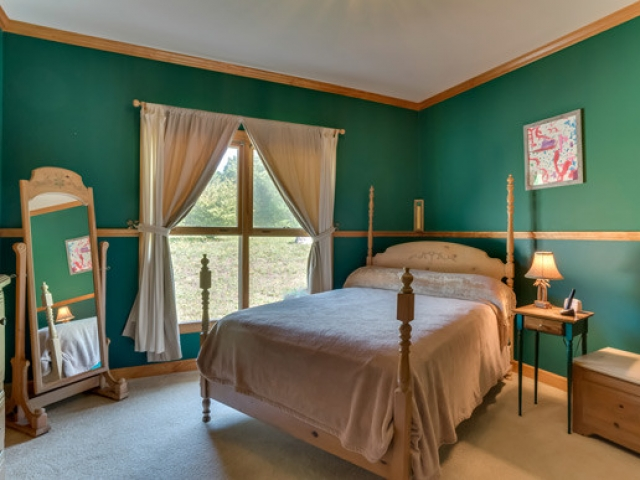 575-Day-Dr-guest-room