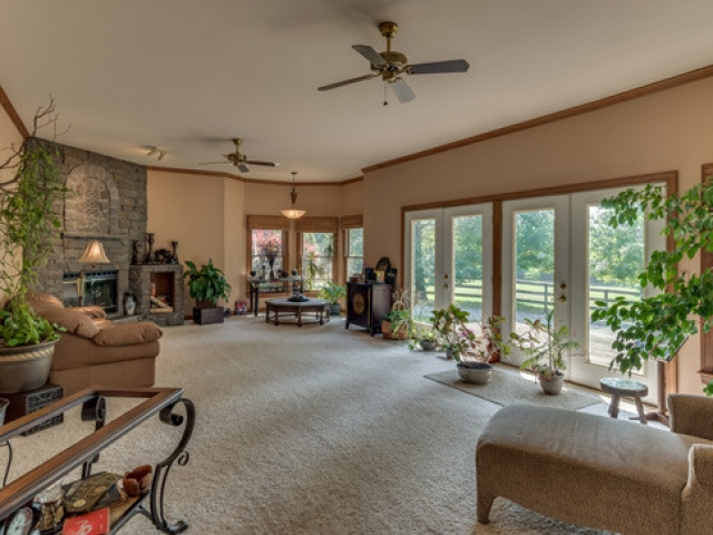 575-Day-Dr-living-room